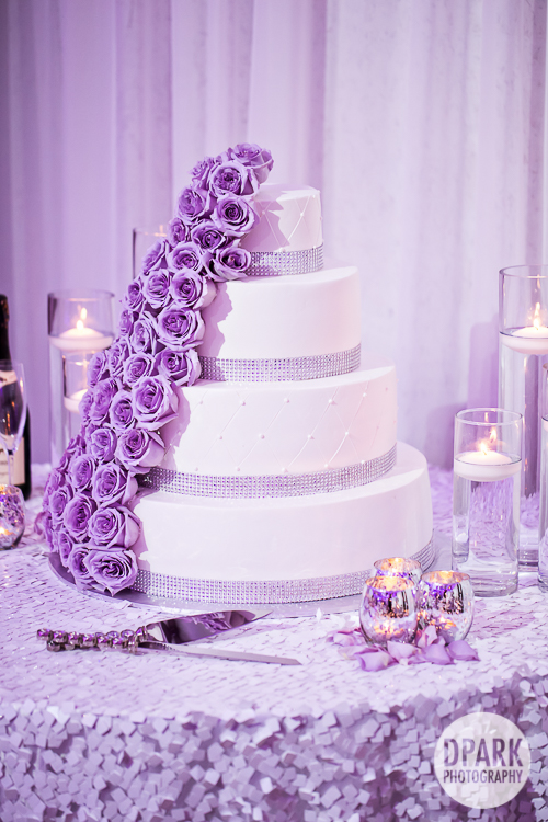 purple-roses-wedding-cake