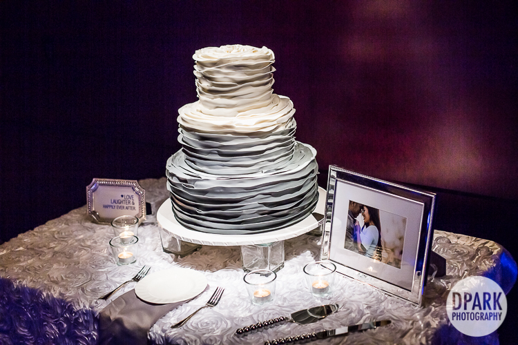 white-grey-silver-cake-modern-wedding