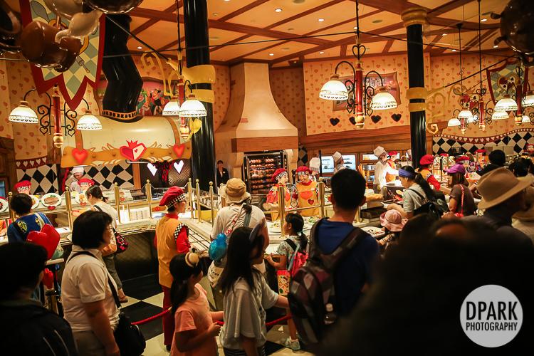 tokyo-disneyland-queen-of-hearts-banquet-hall