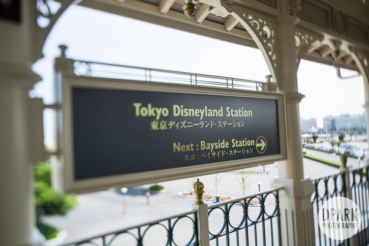 tokyo-disneyland-train-station-shuttle