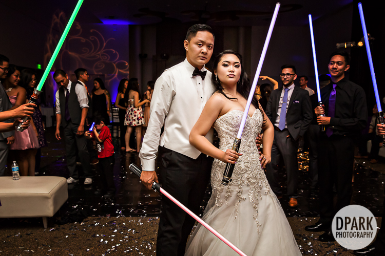 star-wars-lightsaber-wedding