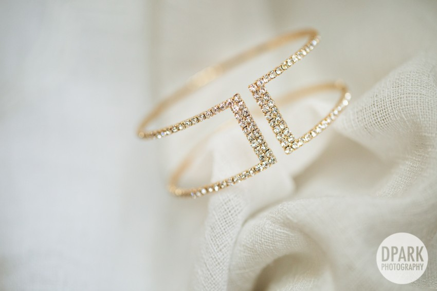 gold-bracelet-clean-wedding