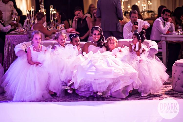 best-flower-girl-wedding-reception-sofa-idea