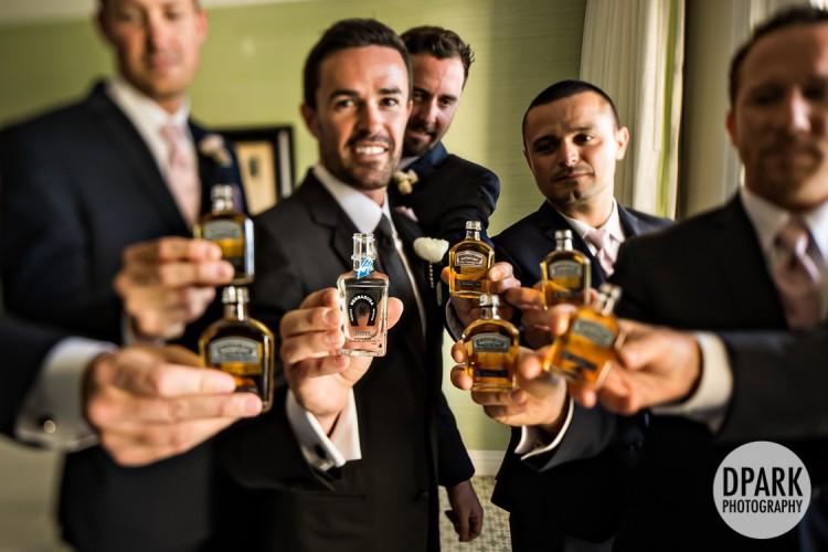 best-groomsmen-drink-gift-photo-idea