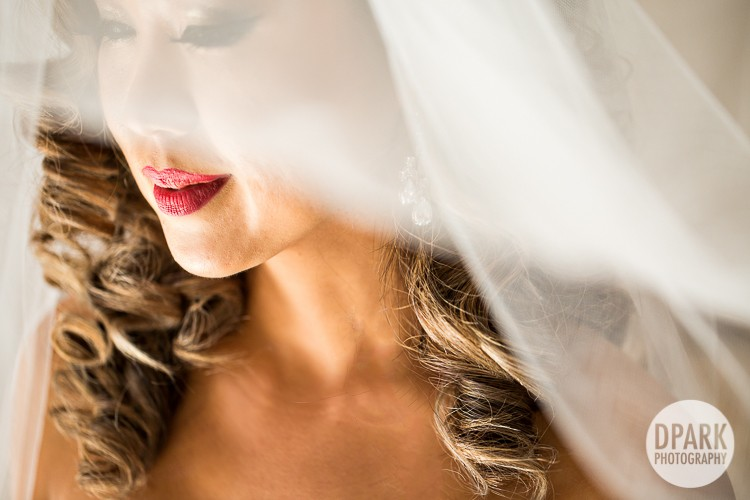 marine-m-studio-salon-red-lip-bride