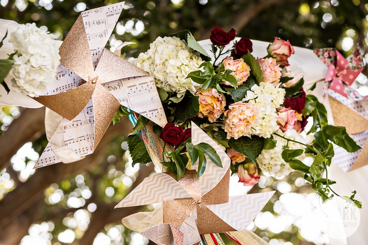 modern-vintage-carnival-wedding-decor-pinwheels