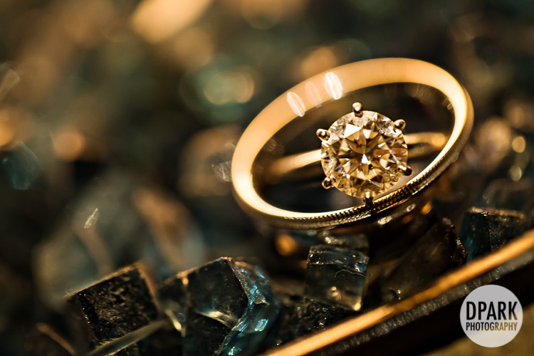 luxury-engagement-ring-photo