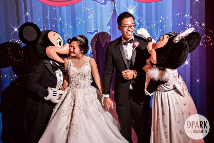 mickey-minnie-mouse-disneyland-wedding-photographer