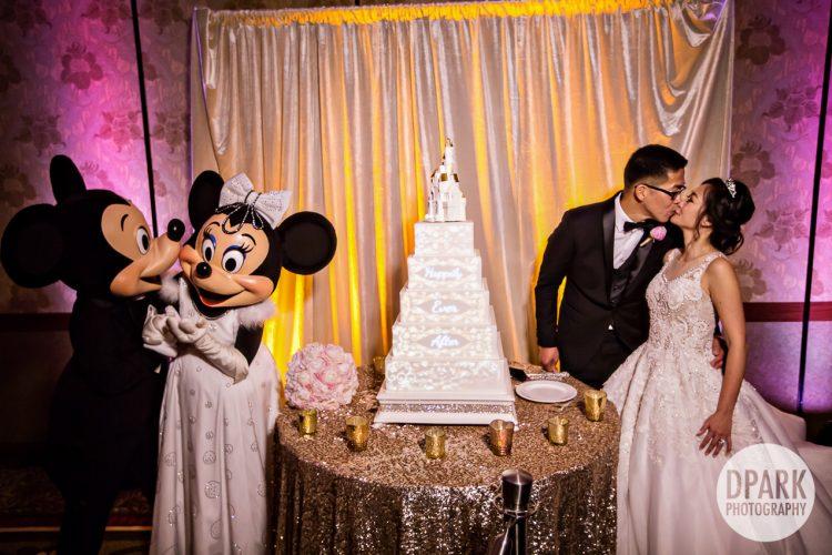 best-disneyland-wedding-cake-mickey-minnie-mouse