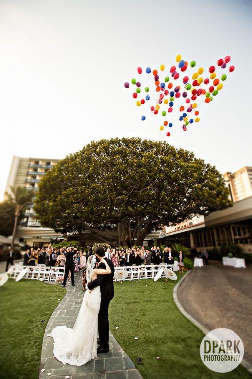 balloon-toss-wedding-ceremony-idea-up-inspired