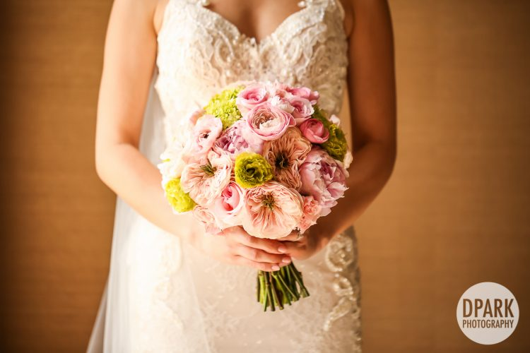 best-blush-ivory-green-champagne-bride-bouquet