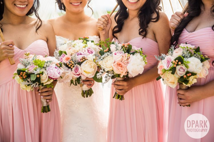 bridesmaids-bride-flower-bouquet-pink
