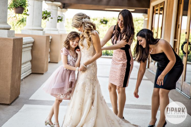best-mother-daughter-wedding-photo-moment