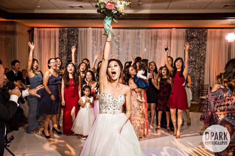mesa-verde-country-club-costsa-mesa-wedding-bouquet-toss