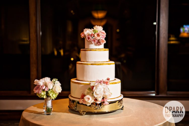 newport-beach-golf-club-wedding-cake