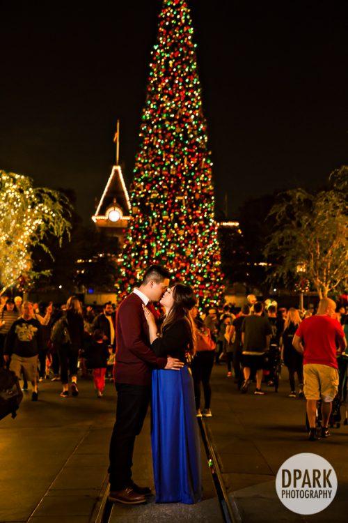 christmas-engagement-photographer