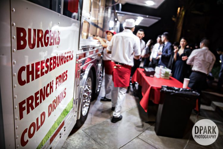 in-n-out-wedding-food-truck-late-night-snack-guest-idea