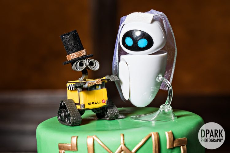 pixar-wall-e-eva-wedding-cake-toppers