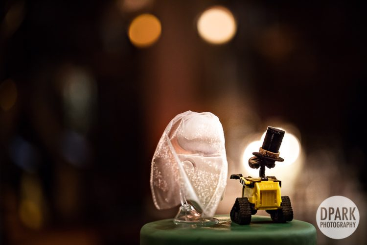 wall-e-eva-bride-groom-cake-topper