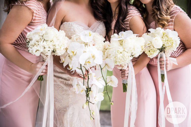 best-bridesmaids-bride-bouquets-white-ivory-pink