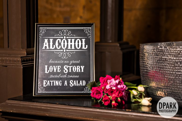 alcohol-bar-wedding-decor-ideas