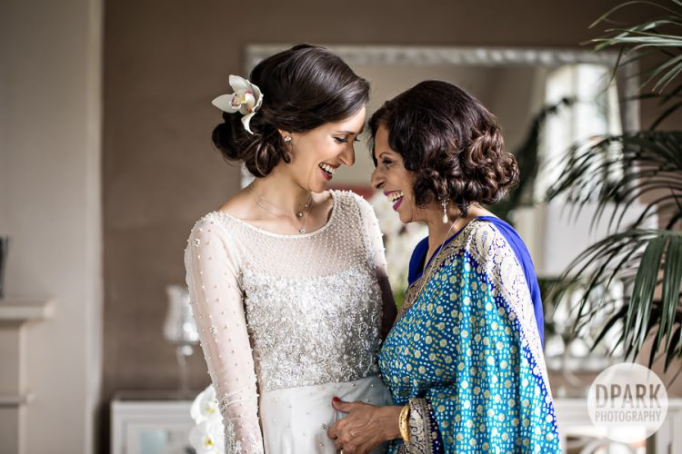 mother-of-the-bride-best-photo-ideas-getting-ready