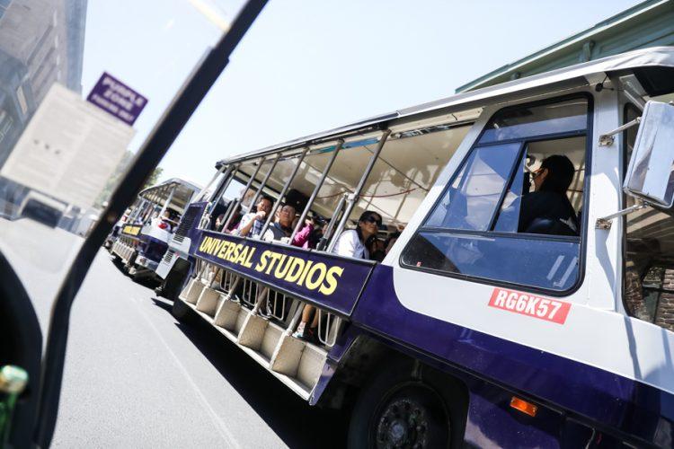 universal-studios-tram-photography