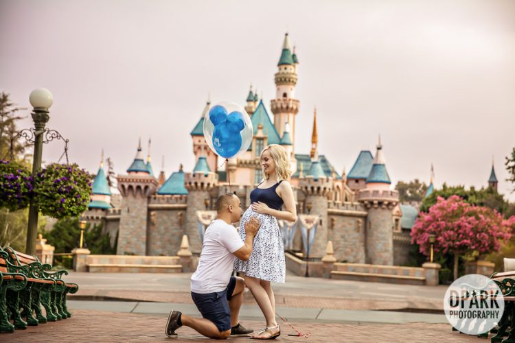 small-world-family-best-disneyland-maternity-photography