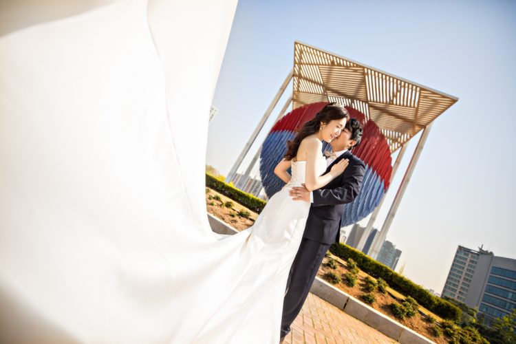 olympic-park-seoul-destination-engagement-photographer