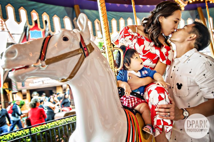 carousel-happiest-place-on-earth-family-photographer